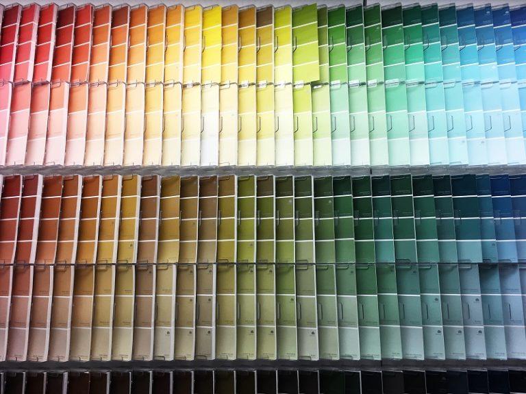 Jakie kolory wybrać do małych pomieszczeń?