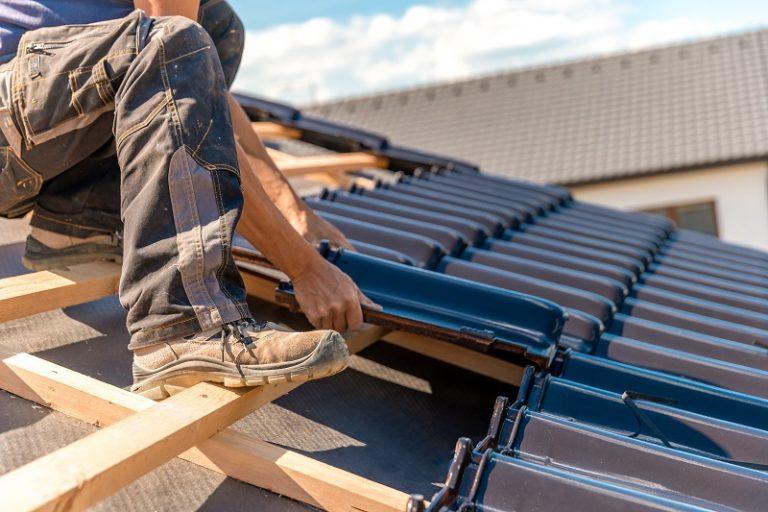 Dach w domkach modułowych i domkach mobilnych